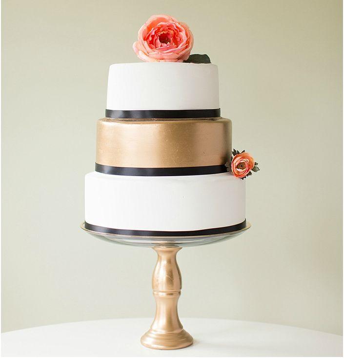 Diys to personalize your wedding diy fake wedding cake solutioingenieria Images