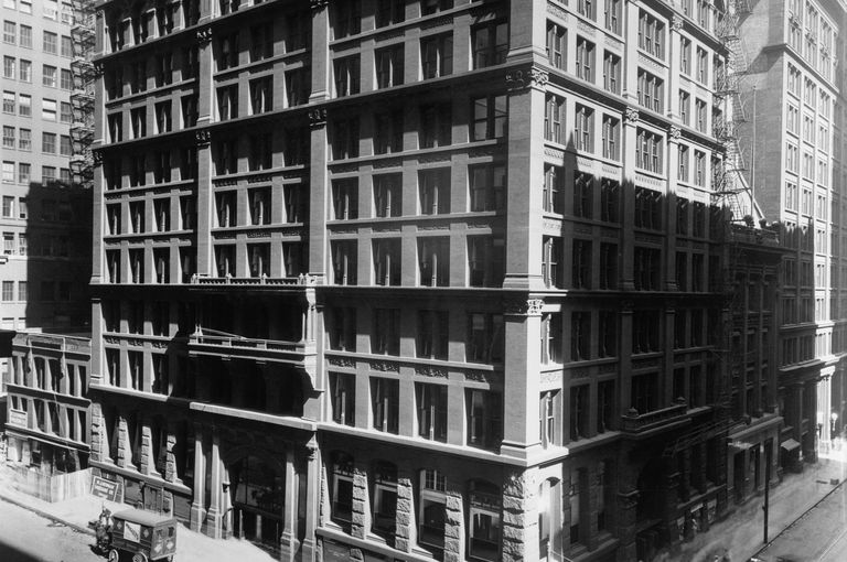 Black and white photo of 19th century high-rise office building