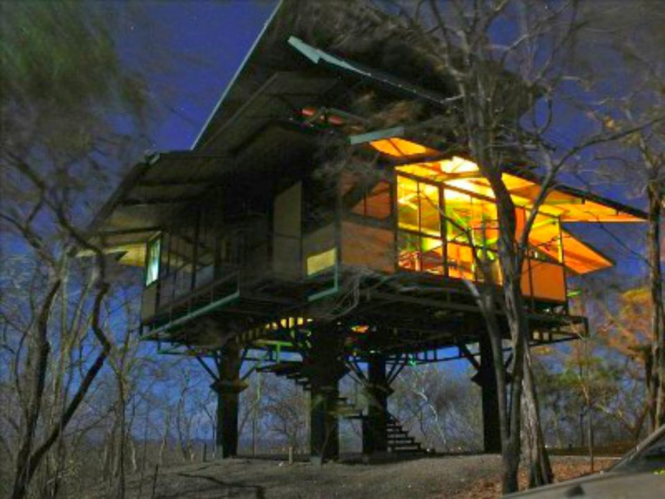 6 lofty treehouse vacation homes you can rent for Costa rica tree house rental