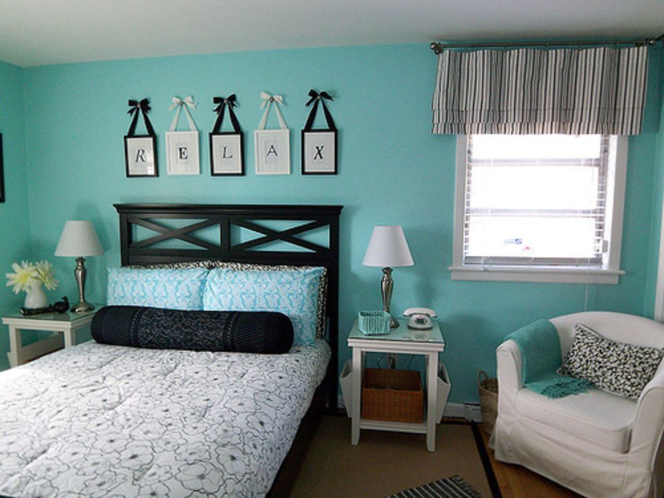 Adorable turquoise cottage bedroom  How to Decorate in Cottage Style