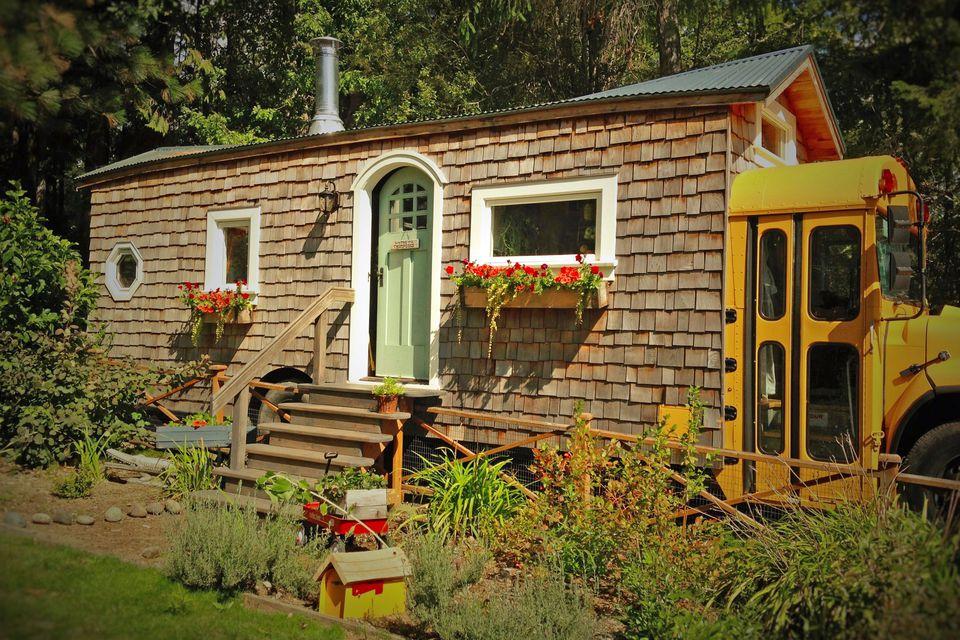Fairy-Tale-Bus-House