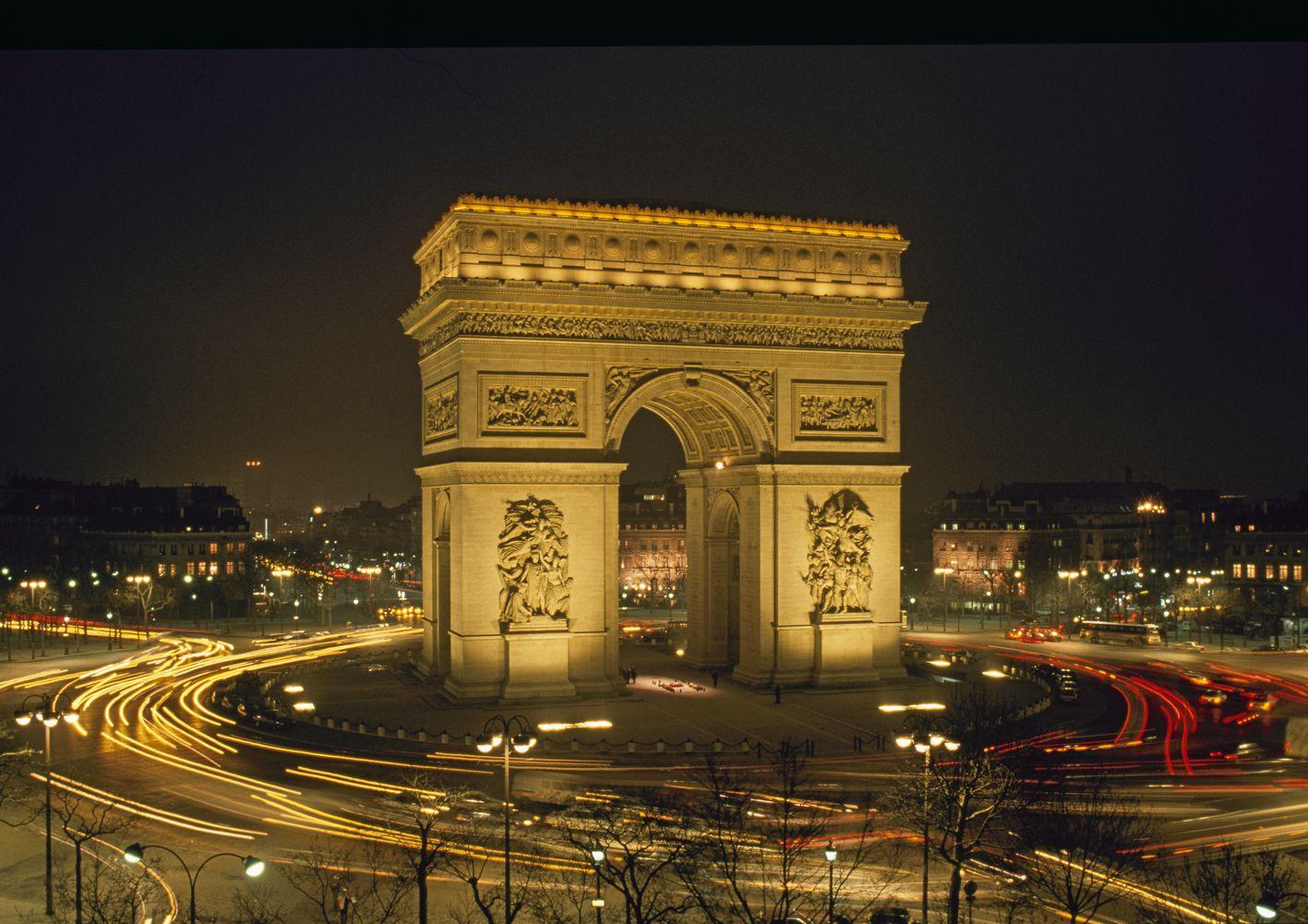 famous paris tourism destinations and attractions