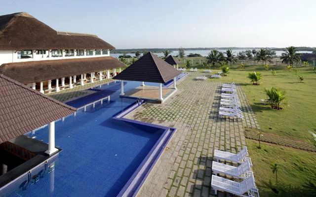 12 hotels in pondicherry near the beach for all budgets for Hotels with swimming pool in pondicherry