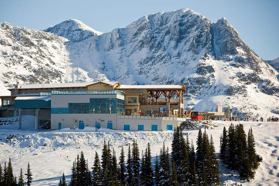 Canada, British Columbia, Whistler, Whistler Mountain and ski lodge