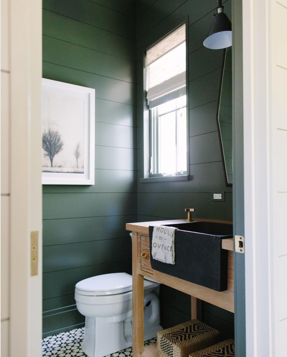 12 gorgeous green bathrooms for Green and gray bathroom designs