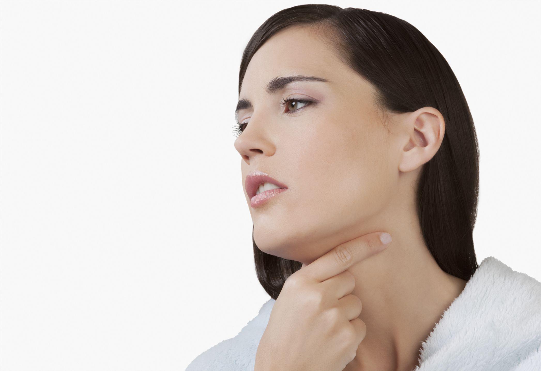 Por qué siento algo atorado en la garganta?