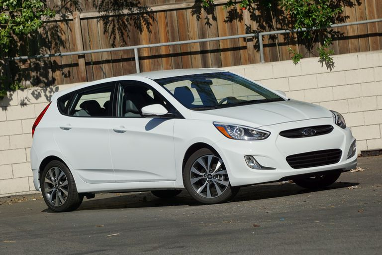 2016 Hyundai Accent front view