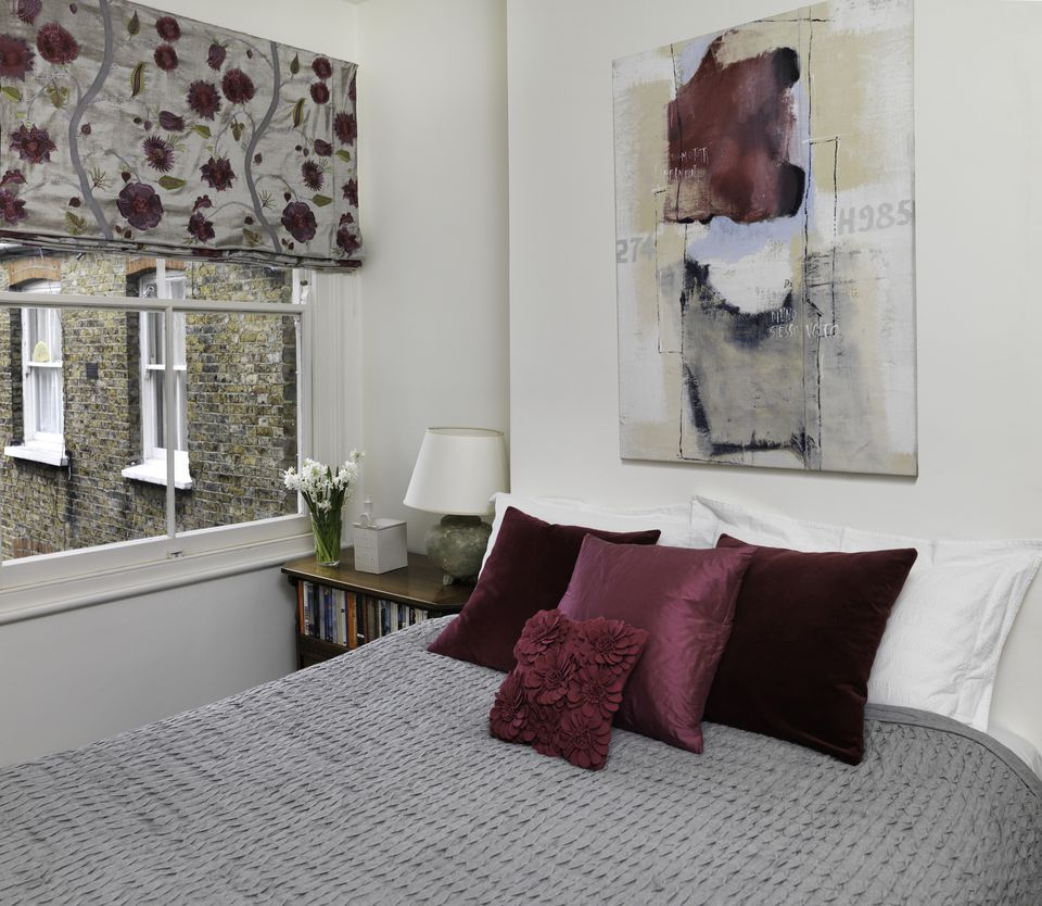 Gray and burgundy bedroom. How to Decorate a Master Bedroom with Pink