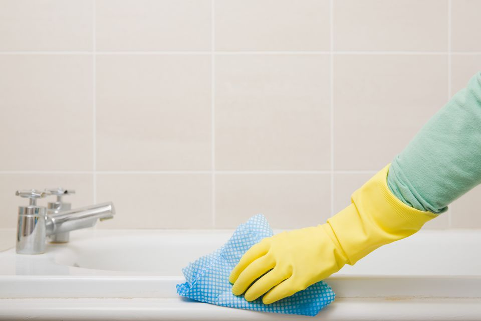 Removing Rust Stains From Toilets Tubs and Sinks