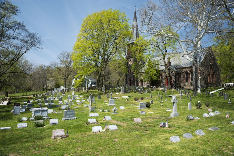 USA, New York State, New York City, Church and cemetery in Historic Richmond Town