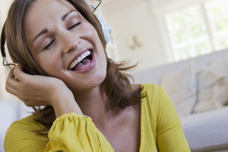 beneficios de cantar para el corazon, cantar en coro sincroniza el latido, beneficios salud mental de cantar,