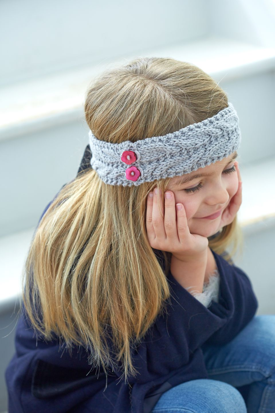 Girl (5 years) wearing knitted ear warmer headband