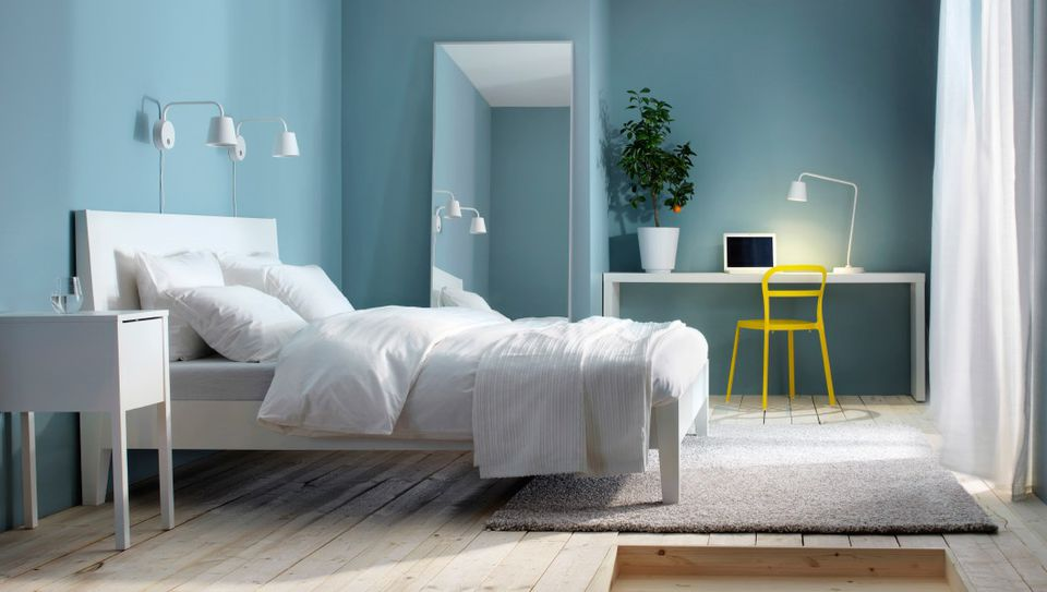 Beautiful minimalist bedrooms for Minimalist bedroom colors