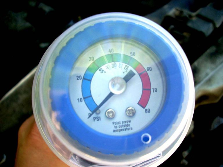 How to recharge your cars air conditioner an r134 recharge kit includes a pressurized can of refrigerant and a pressure gauge solutioingenieria Images