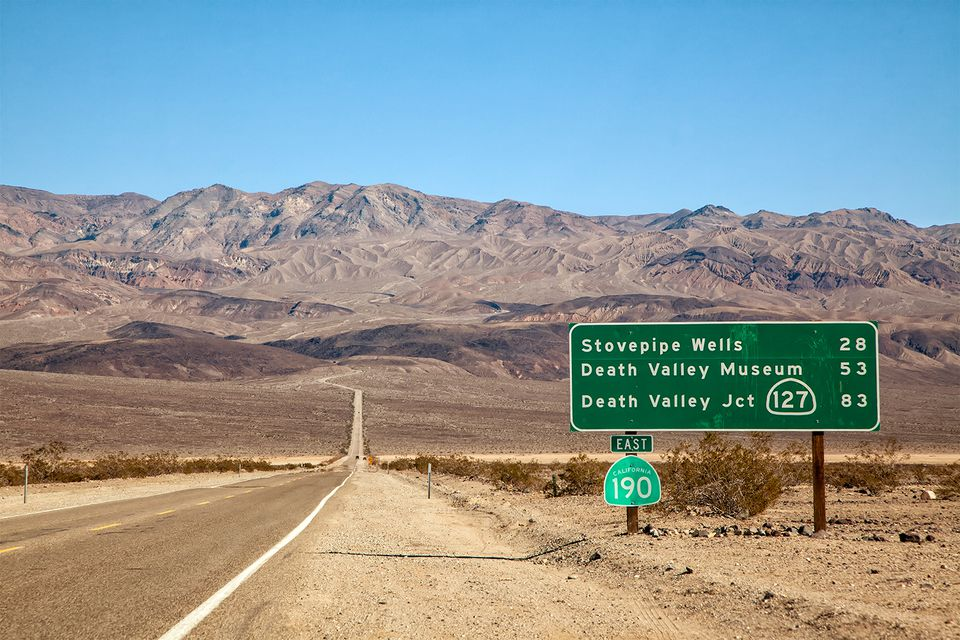 Road going to Death Valley from the west