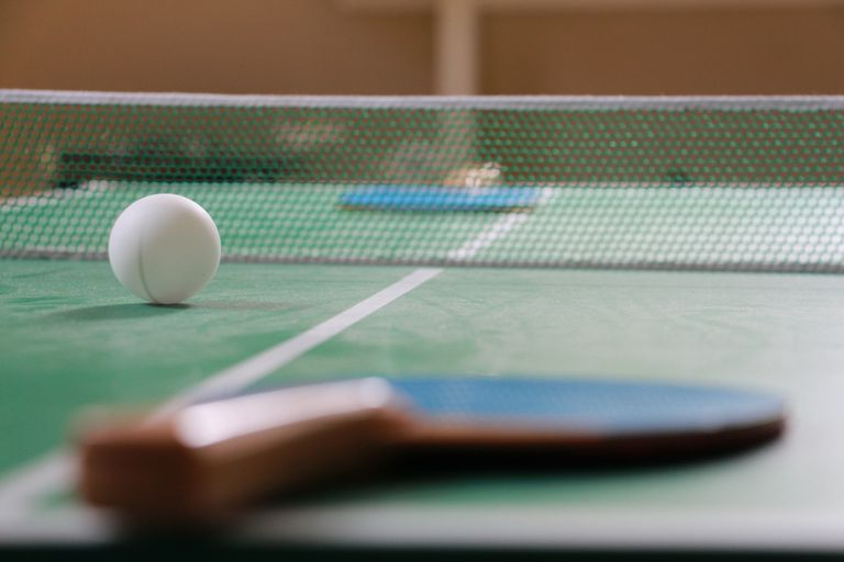 Create a ping pong room at home - How much space for a ping pong table ...
