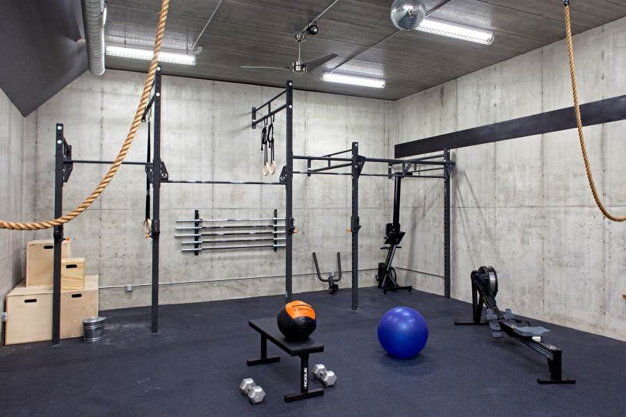 concrete walls in crossfit home gym