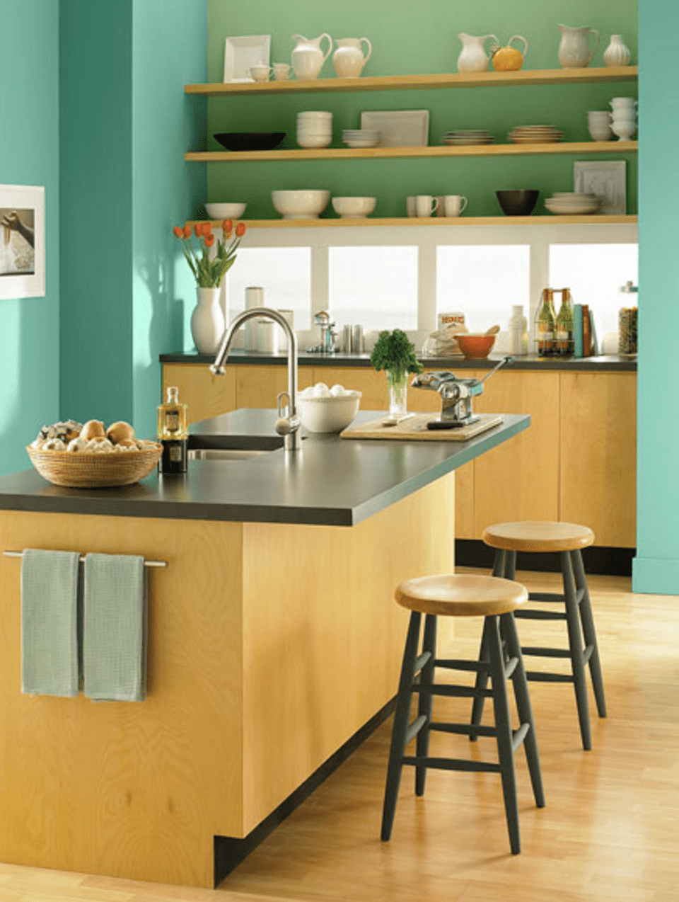 10 Beautiful Kitchens Every Color Lover Needs To See