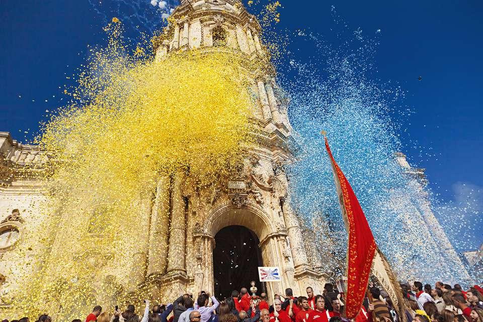 San Giorgio festival, procession from the Duomo