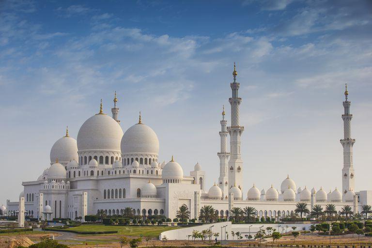 United Arab Emirates, Abu Dhabi, Sheikh Zayed Grand Mosque on cloudy day