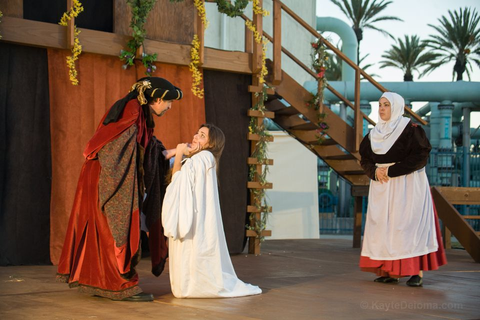 Romeo and Juliet on an outdoor stage