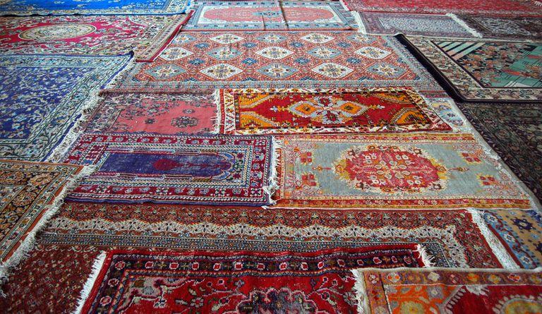 how muslims use prayer rugs