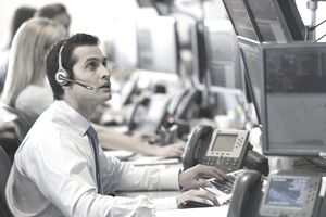 USA, New York, New York City, Traders at trading desk