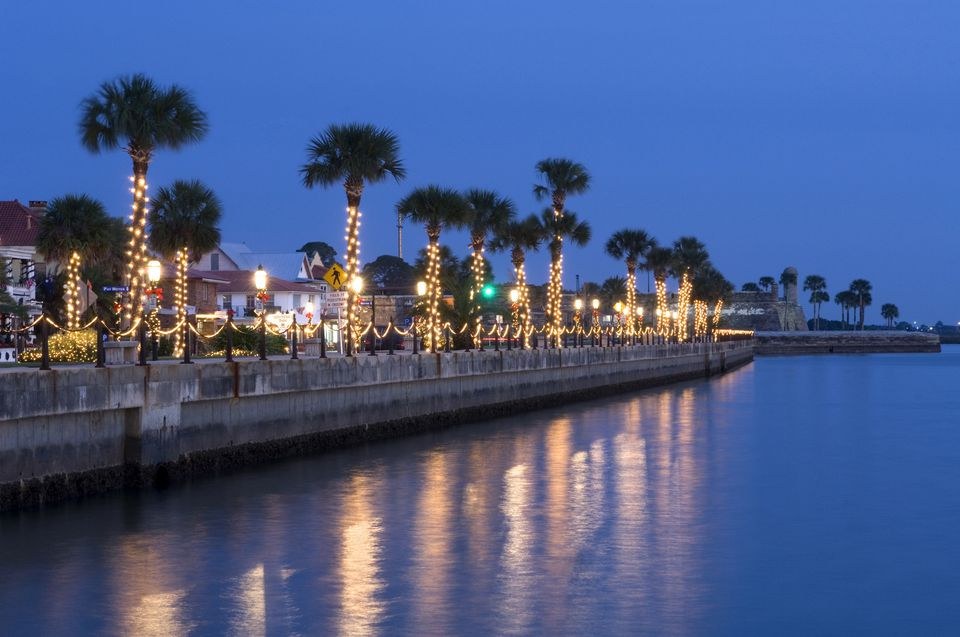 USA, Florida, Saint Augustine, 'Nights of Lights' Christmas celebration, Palm trees and Christmas lights