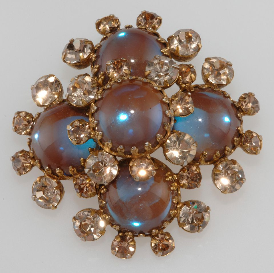 Saphiret or Sappharine Cabochon Stones Used in Unmarked Brooch