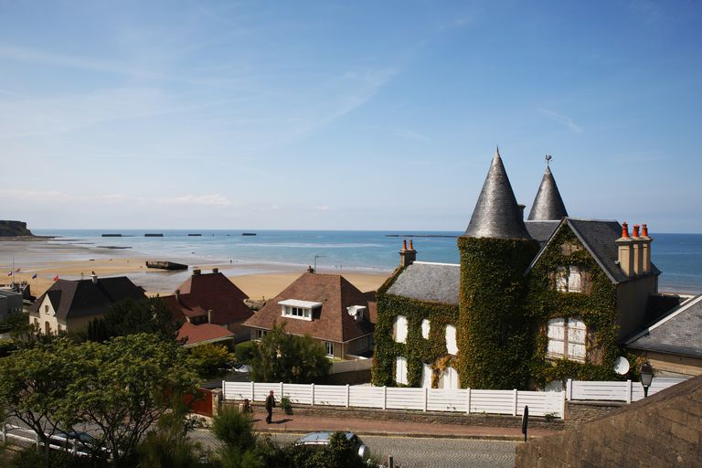 Arromanches-les-Bains with remains of the 'Mulberry harbour', D-Day 1944, Normandy/ France