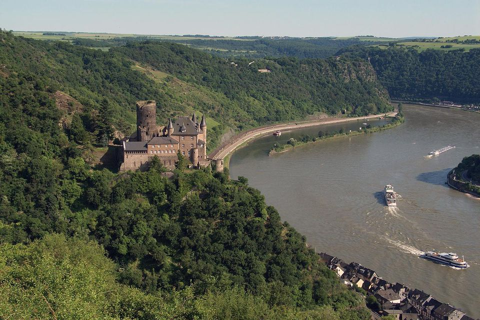 Location of Katz castle above Sankt Goarshausen and the river Rhine with Loreley rock in background (Germany).