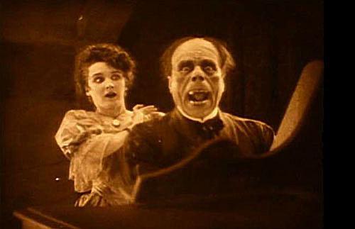 Lon Chaney and Mary Philbin in 'Phantom of the Opera'.