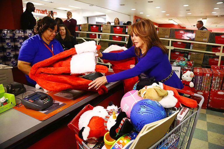 Marlo Thomas buying toys at the KMart and St Jude Children's Research Hospital 's Thanks and Giving fundraising campaign.