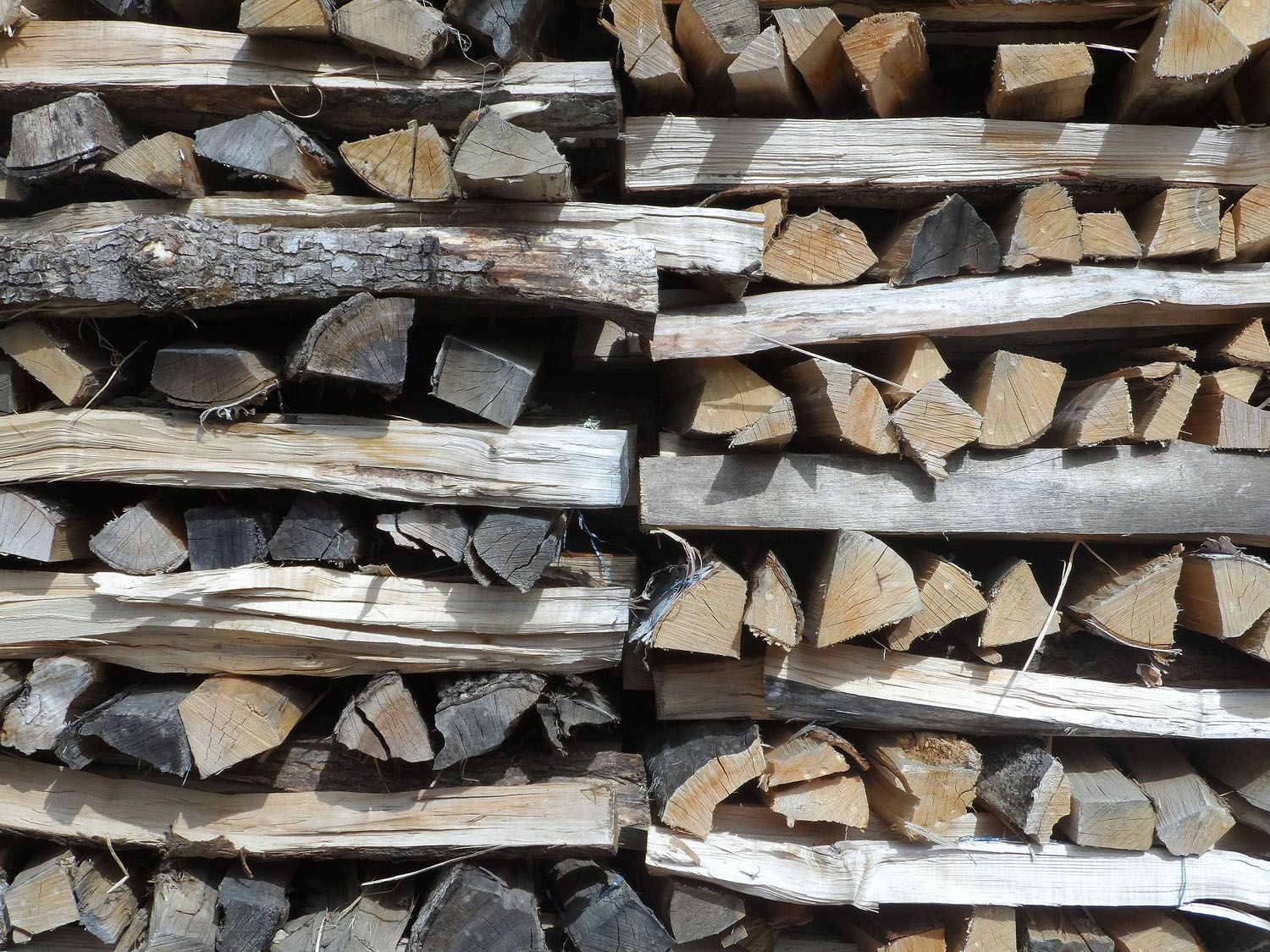 firewood that burns more efficiently in a heat stove