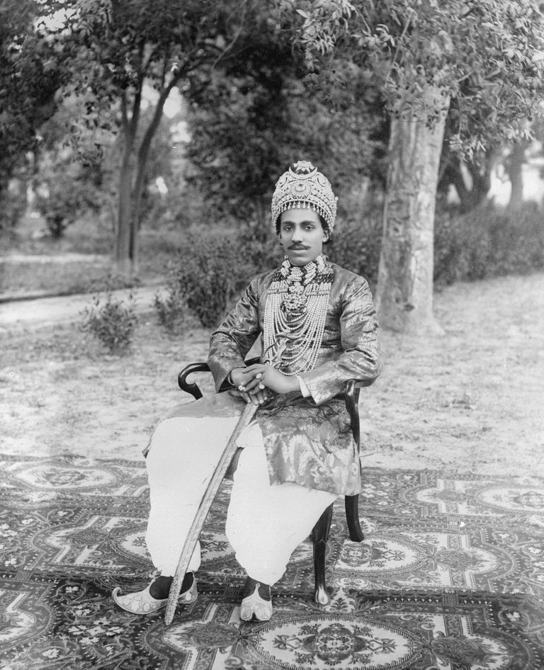 Photo of an unidentified man dressed as a sultan, 1923