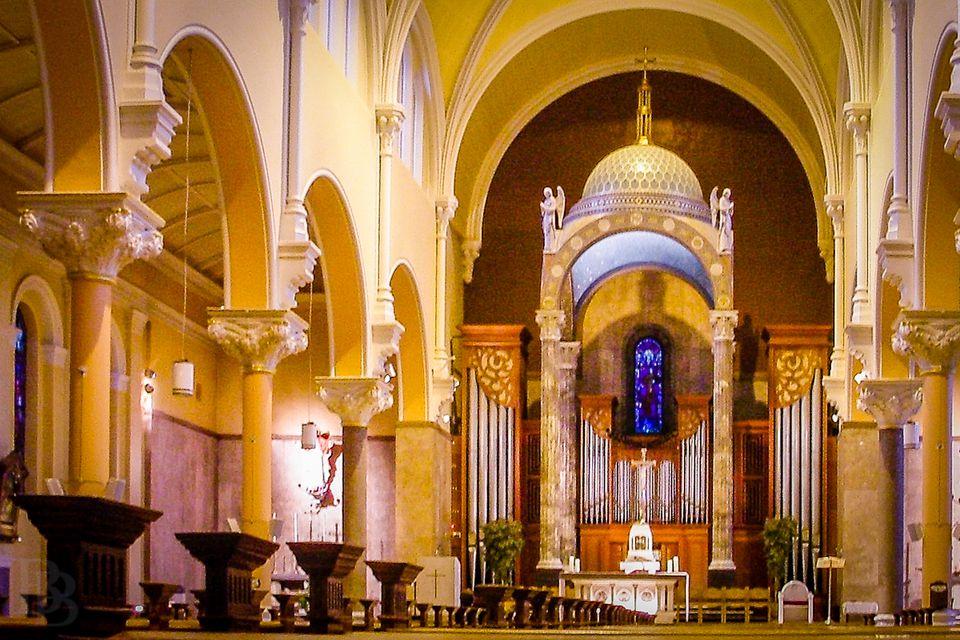 Whitefriar Street Carmelite Church in Dublin - the altar and organ