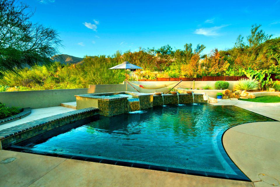 modern curving pool