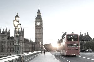 London Big Ben and traffic on Westminster Bridge