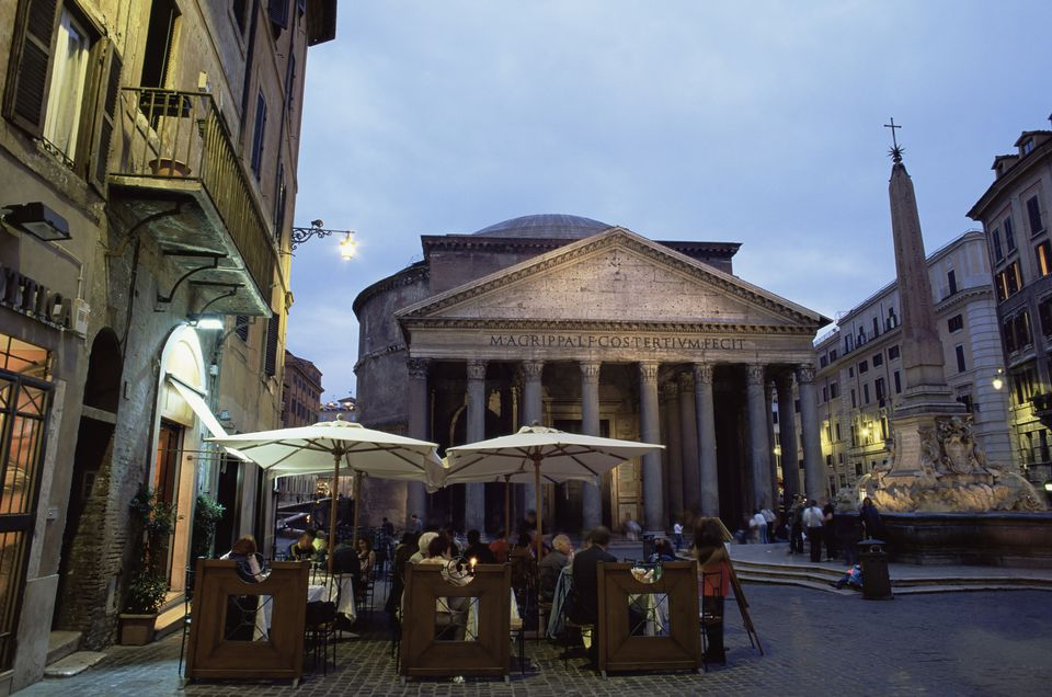 Restaurant and the Pantheon illuminated at dusk, Piazza della Rotonda, Rome, Lazio, Italy, Europe