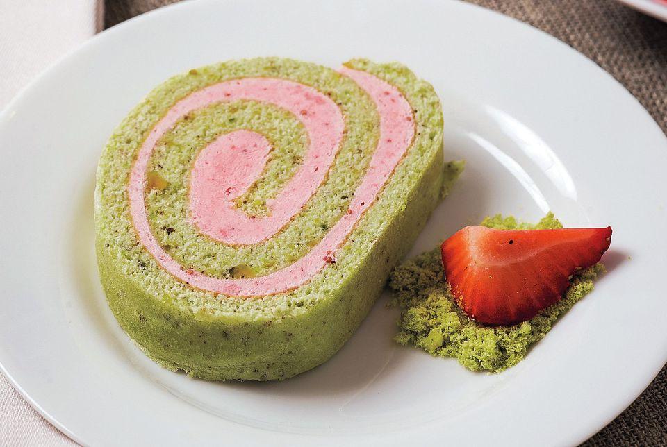 Gluten-Free Pistachio and Strawberry Roll
