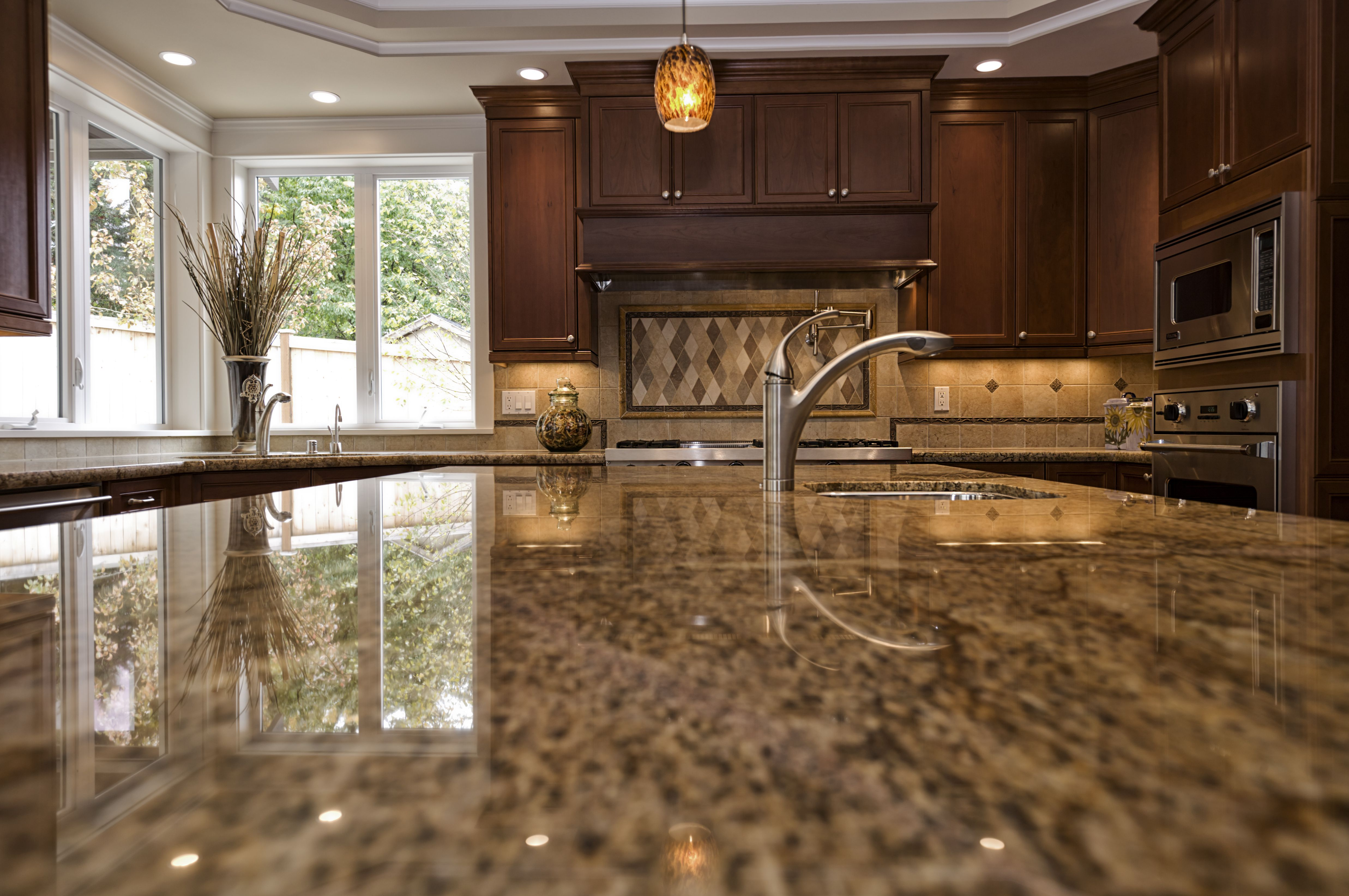 Quartz Vs Laminate Countertops Which Is Best For You Kitchen