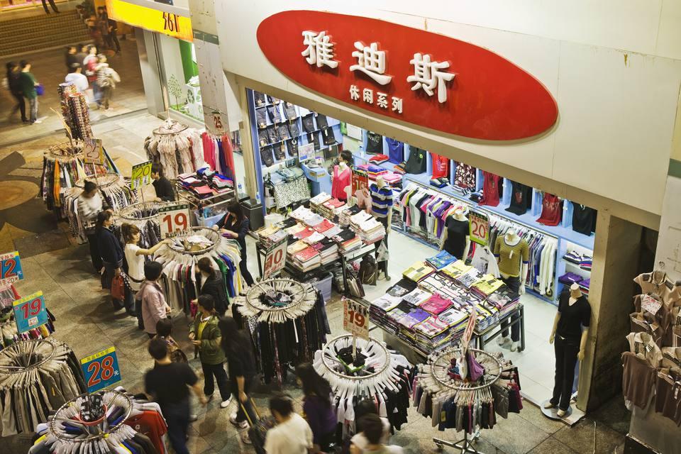 Dongmen Pedestrian Street (Dongmen Lu), a popular shopping and restaurant area