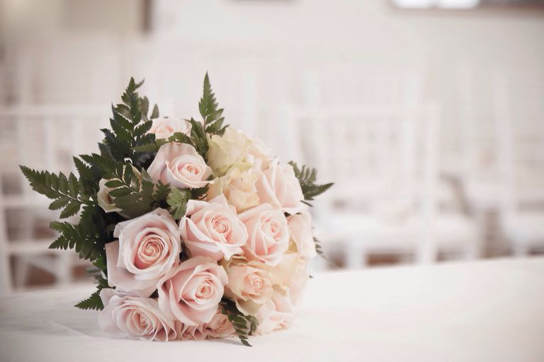 How to get free wedding flowers bouquet of roses on table at wedding junglespirit Image collections