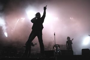Silhouette of Rock?n roll singer