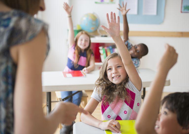 Niños en un aula. Muchos maestros trabajan en USA con una visa J-1