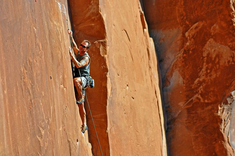 Lee climbing Nervous in Surburbia at Wall Street near Moab.
