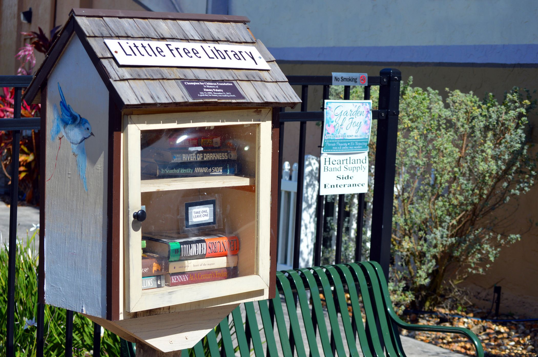 Tiny Home Designs: 7 DIY Little Free Library Plans That Anyone Can Build