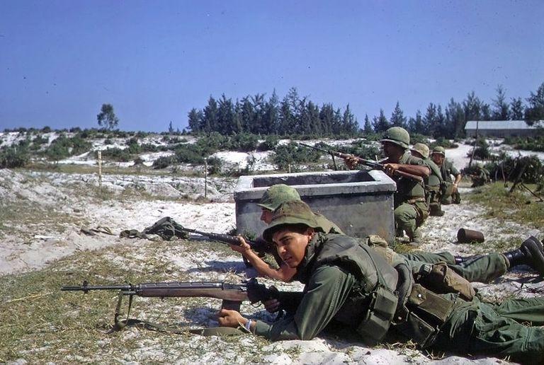 Vietnam War / Tet Offensive, American soldiers wait at Hamo Village 1968