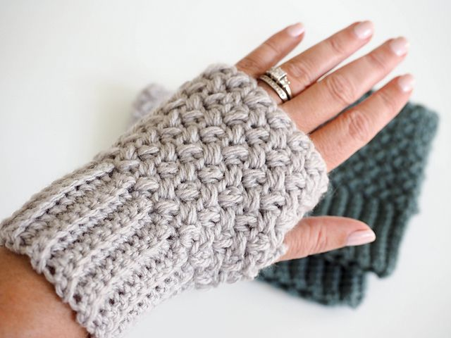 Elizabeth Stitch Fingerless Gloves Free Crochet Pattern
