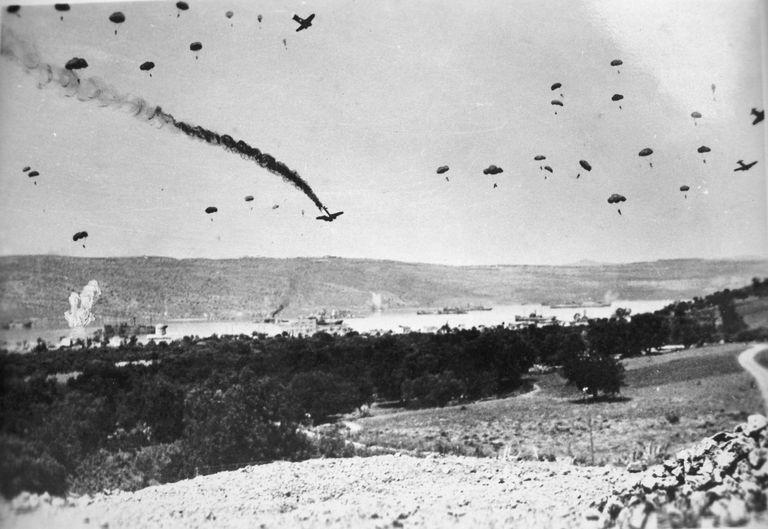 German paratroopers landing